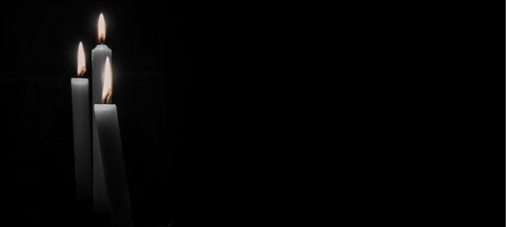 Chandelles blanches sur fond noir