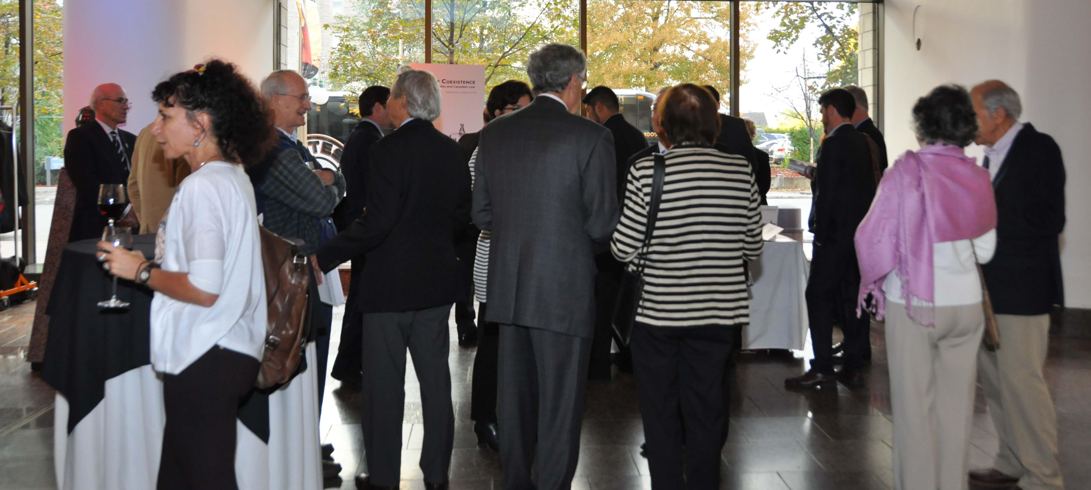 Photos du groupe de personnes présent pour le lancement du livre de Sébastien Grammond.