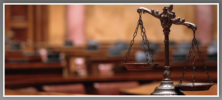 Balance dans une salle de Cour