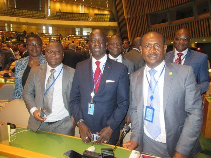 Dr CISSE Yacouba (au milieu)