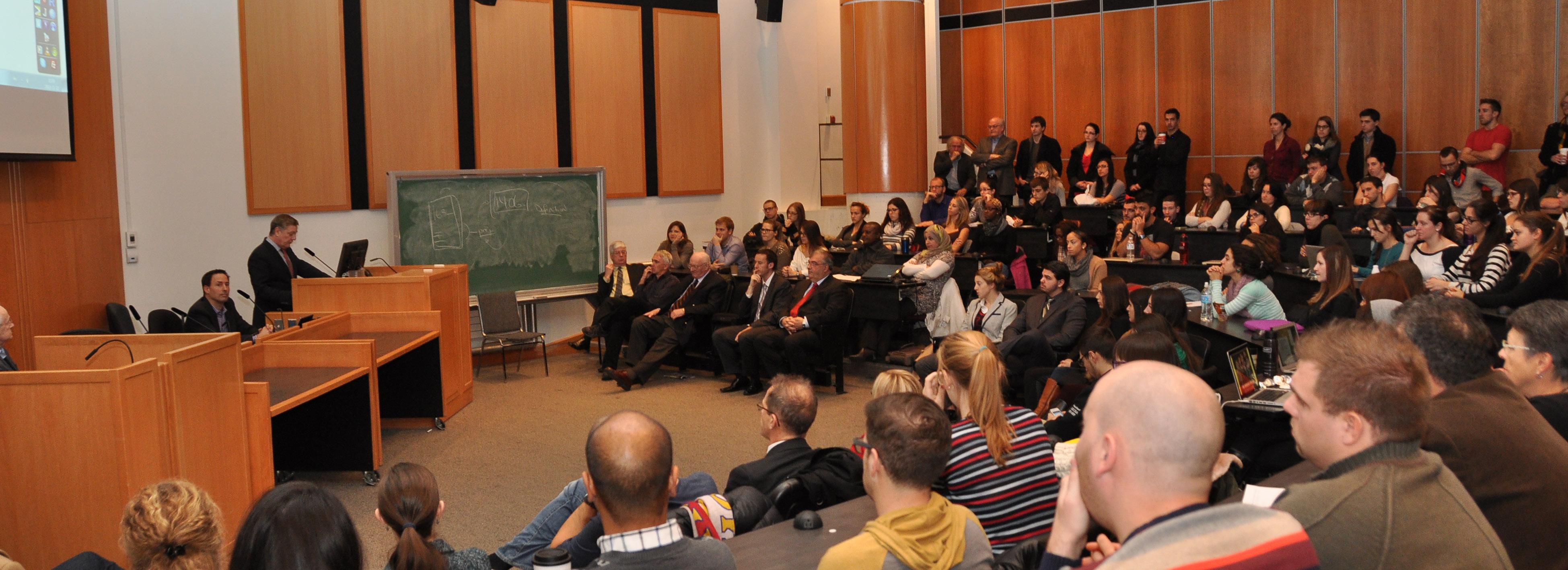 Photo de la salle FTX 147 prise lors du débat du 12 novembre 2013