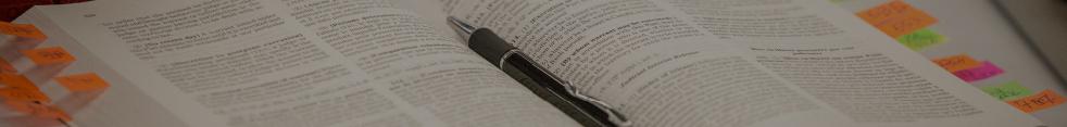 Livre de droit avec un stylo