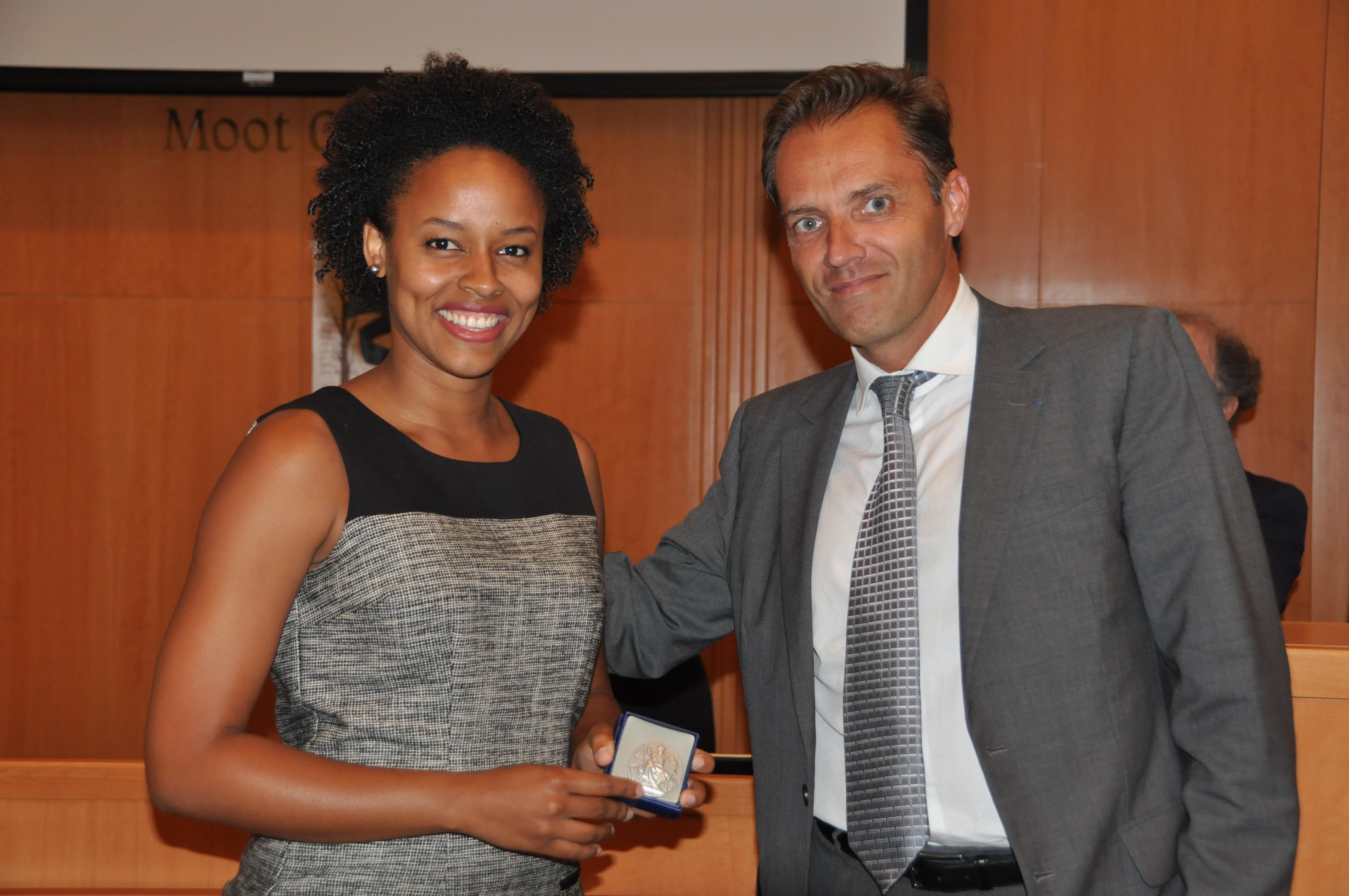 Fedora Mathieu reçoit la médaille du Barreau de Paris